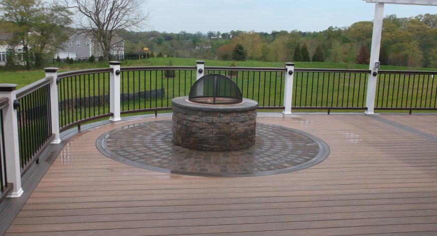 deck, decking, outdoor living, vinyl decking, vinyl deck railing, deck lighting